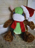Мягкая игрушка Коровка в новогодней шапочке и шарфике.