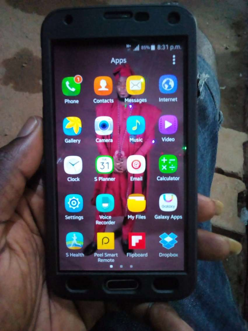 very neat Samsung s5 for sale 0