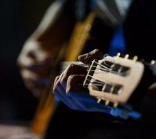 Уроки игры на гитаре. Грамотно, индивидуально, результатив Оболонь и д