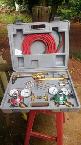 Acetylene oxygen cutting & welding Kit with trolley, bottles