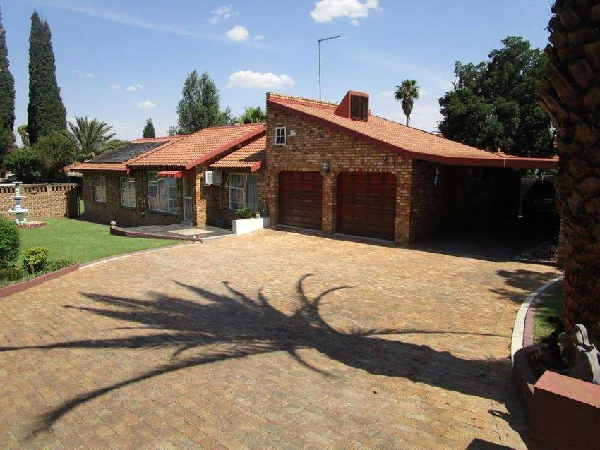 North facing Furnished 4 Bedroom Face brick house 0