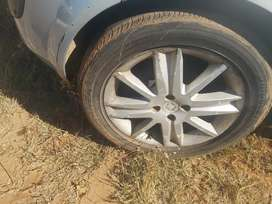 Renault 17 inch mags and tyres