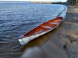 Деревянная лодка для любителей академической гребли