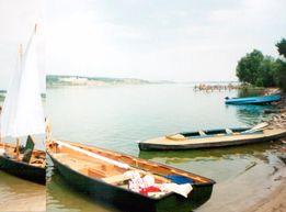 Лодка Пелла парусная с мотором и лафетом