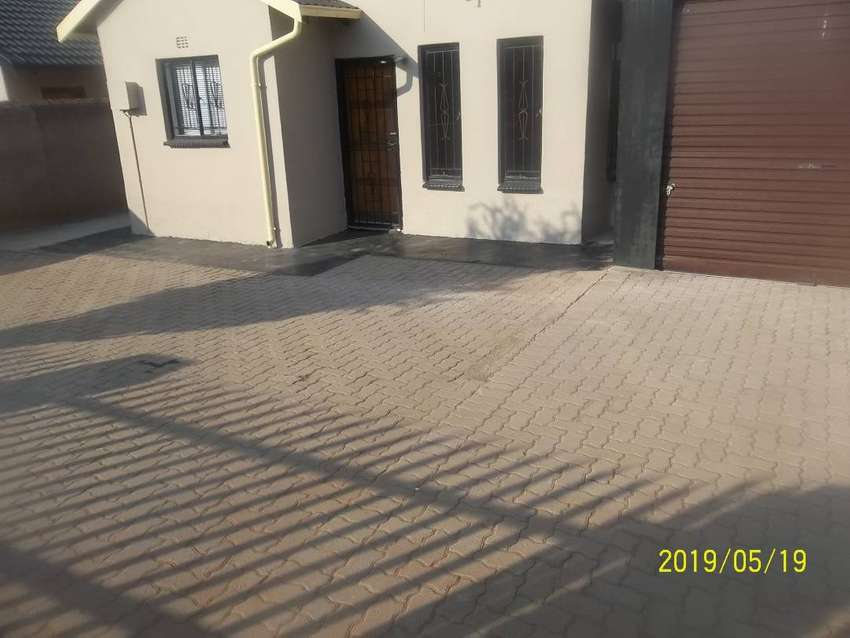 house 2 bed, 1 bath, kitchen fully fitted and garage secured 0