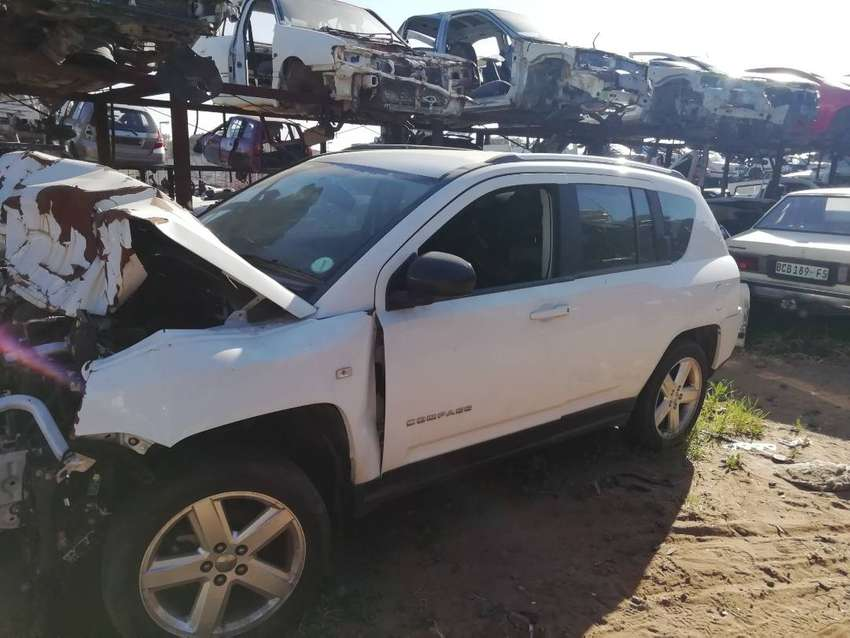 Jeep Compass stripping for spares 0