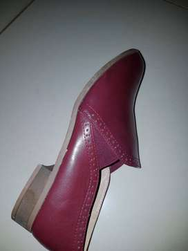 I buy good quality second hand clothes,shoes,linen n curtains in bulk