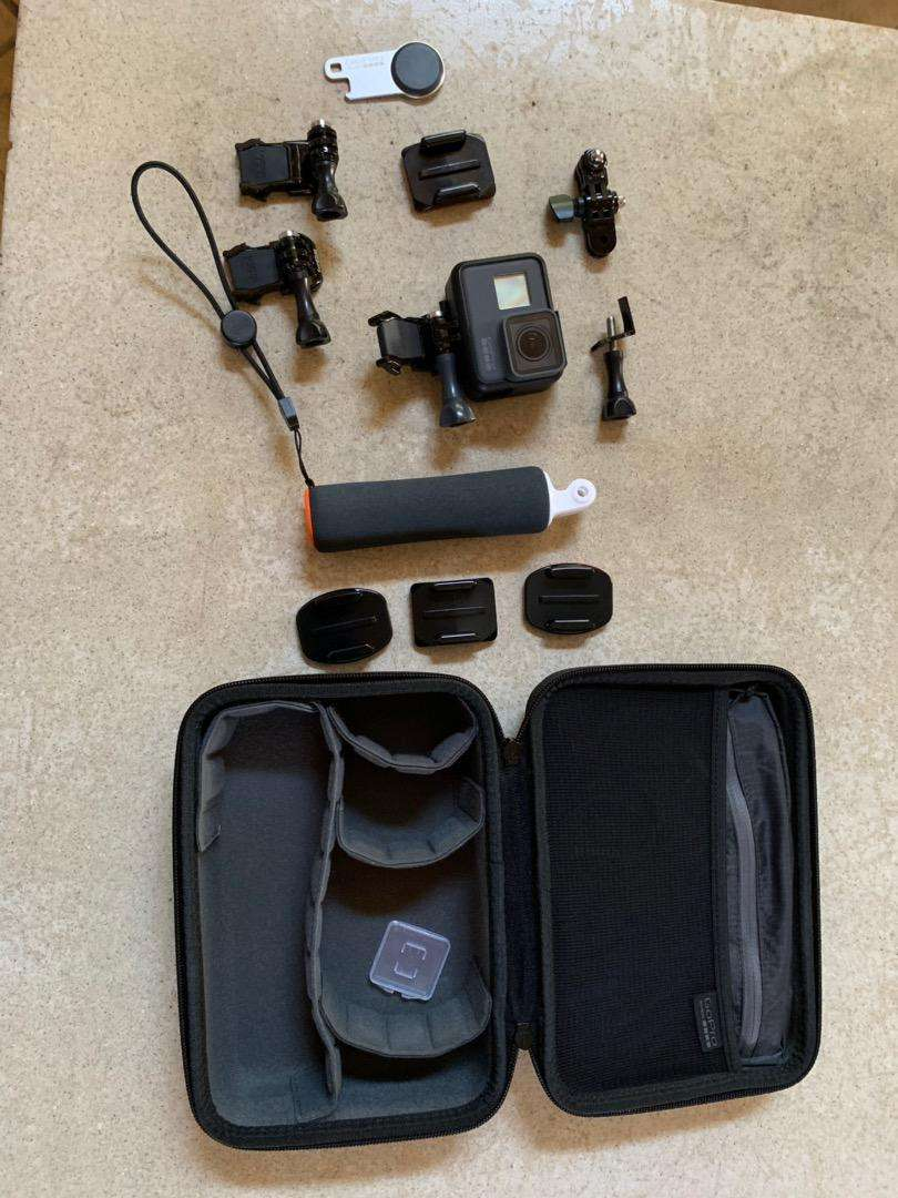 GoPro Hero 5 and accessories 0