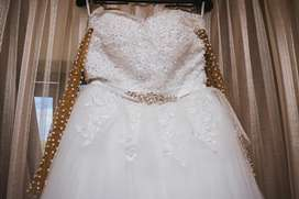 2 wedding gowns for sale...Ball gown R2500 and reception gown R1500