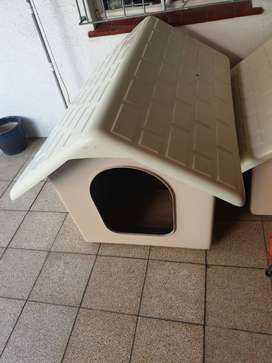 BIG PLASTIC DOG KENNEL