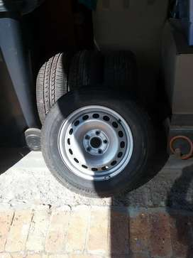 2009 VW caddy wheels and tyres