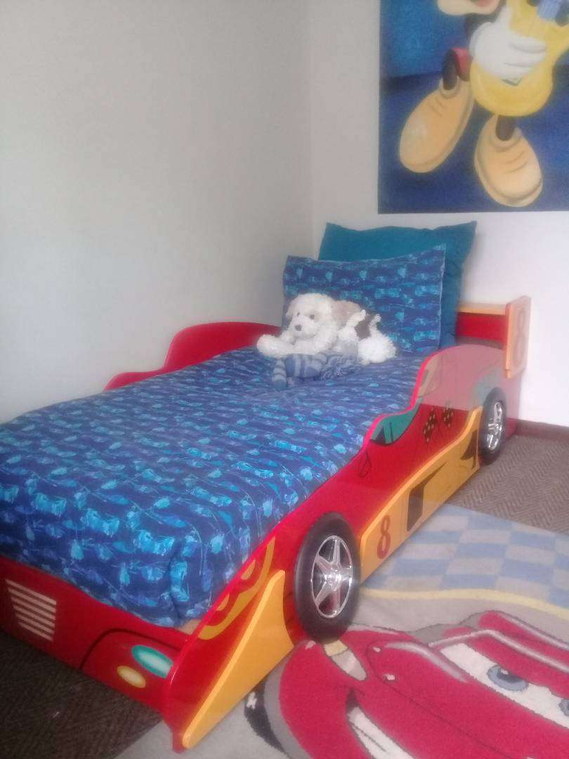 Boys car themed bed 0