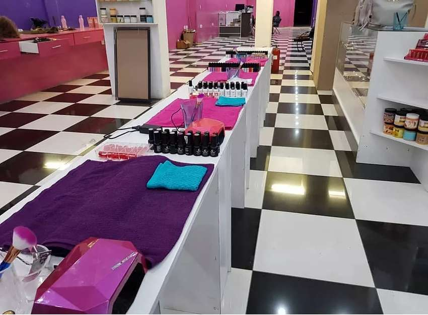Rent a chair for hair or nails no deposit! 0