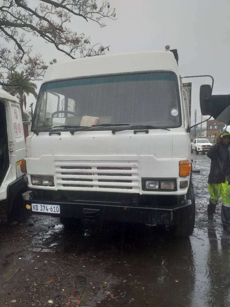 HINO SINGLE DIFF HORSE WITH 447 TURBO ENGINE R85000 0