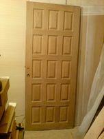 Продам дверь входную дубовую на 15 филёнок.