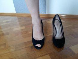 Туфлі чорні, замшеві, в ідеальному стані.