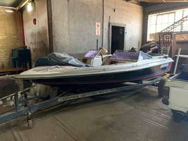 Speedboat with Suzuki 115 two stroke engine with trailer