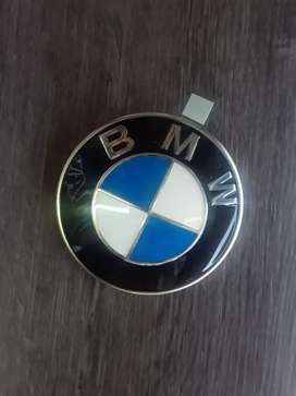 BMW bonet badge