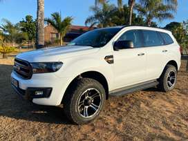 """2017 White Ford Everest 2.2TDCi XLS SUV 7Seater 6AT with 18"""" Mags"""