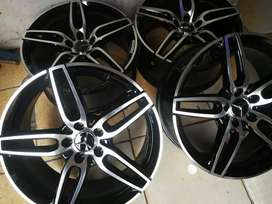 A set of brand new Mercedes mags 19inch original