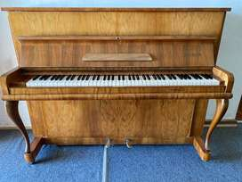 MAY-BERLIN UPRIGHT PIANO