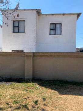 Bachelor Rooms to rent at R2500