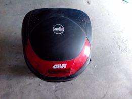 Оригинальный кофр GIVI с креплениями на скутер Gilera runner