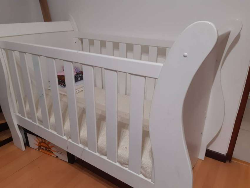 Baby Cot in excellent condition 0