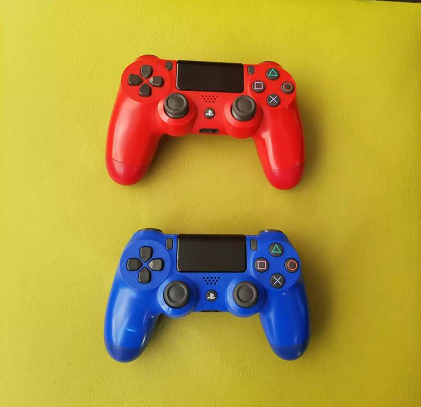 PS4 V2 CONTROLLERS FOR SALE 0