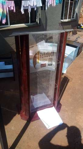 High End Darian With Wood On Sides Full Perspex Lectern