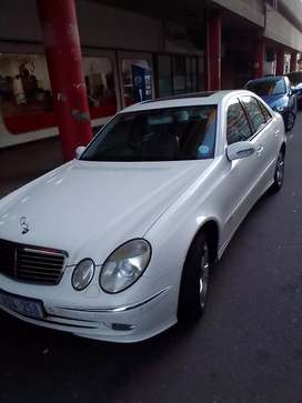 Mercedes Benz E 200 very clean and neat full house