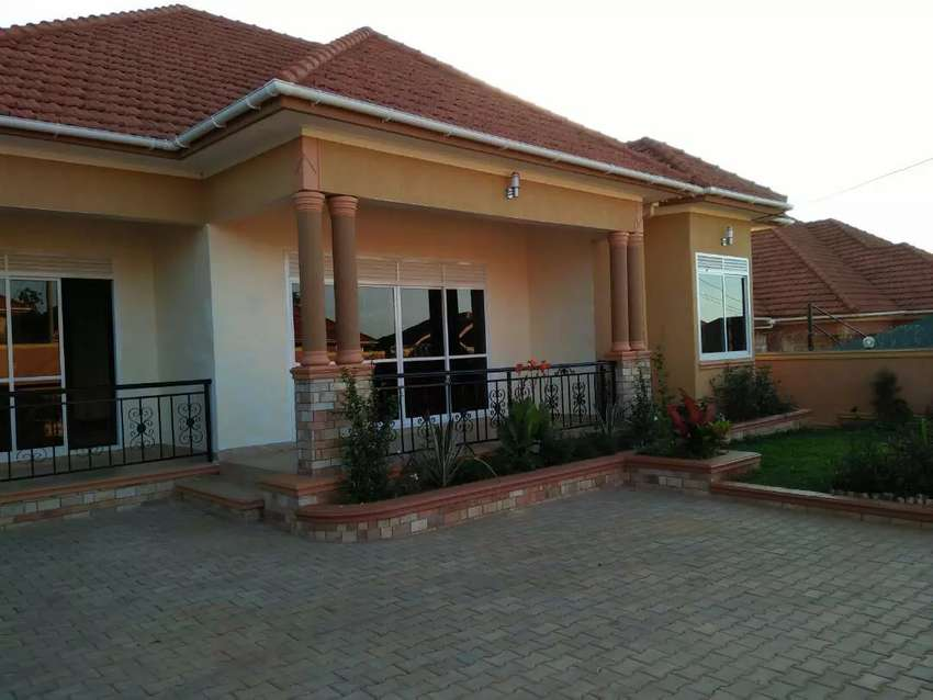 A stand alone house for sell in kira 0