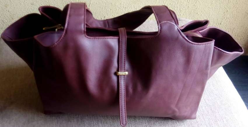 I sell quality leather bags,  let ur bag sell the talking! 0