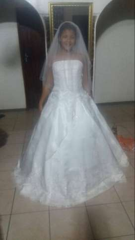 New Wedding dress for sale R3000.. never been used