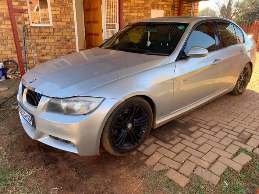 BMW 330i 17inch original e90 mags with continental tyres 0