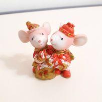 Фигурка (статуэтка) в коллекцию «Нарядные мышки в шапках»
