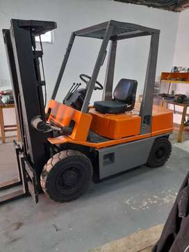 2.5 Ton Nissan Forklift with container mast for sale