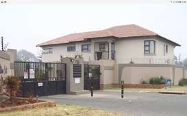 R4500 Flat in Estate2 bed,shower,openplan kitchen and dinning room