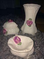 Porcelanowy zestaw z różą ( dzbanek, coś na biżuterię)