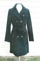 zamszowy płaszcz czarny
