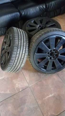 Selling 17s with new tyres