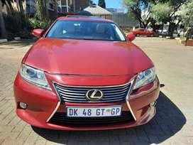 2015 Lexus ES 2500 Automatic with leather seats and sunroof Automatic