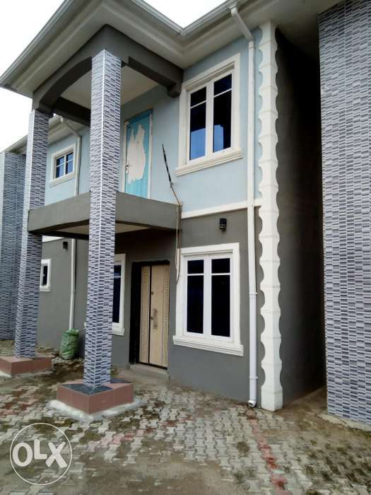 Tastefully finished 4br duplex 0