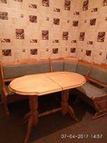 Мягкий кухонный уголок со столом из натуральн дерева в отл.сост+2табур