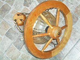 Ładna lampa koło na łańcuchach mosiądz drewno Loft