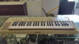 YAMAHA PS-20 PORTABLE KEYBOARD