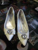 Свадебные туфли(37р.) на низком каблуке,очень красивые!!!