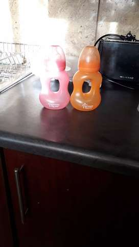 i m selling baby bottles.2 nuk and 4 tommee
