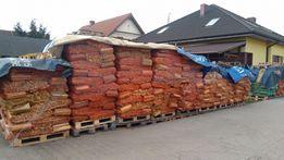 Drewno rozpałkowo-opałowe w workach raszlowych.