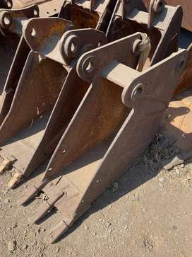 ASSORTED TLB TRENCH BUCKETS